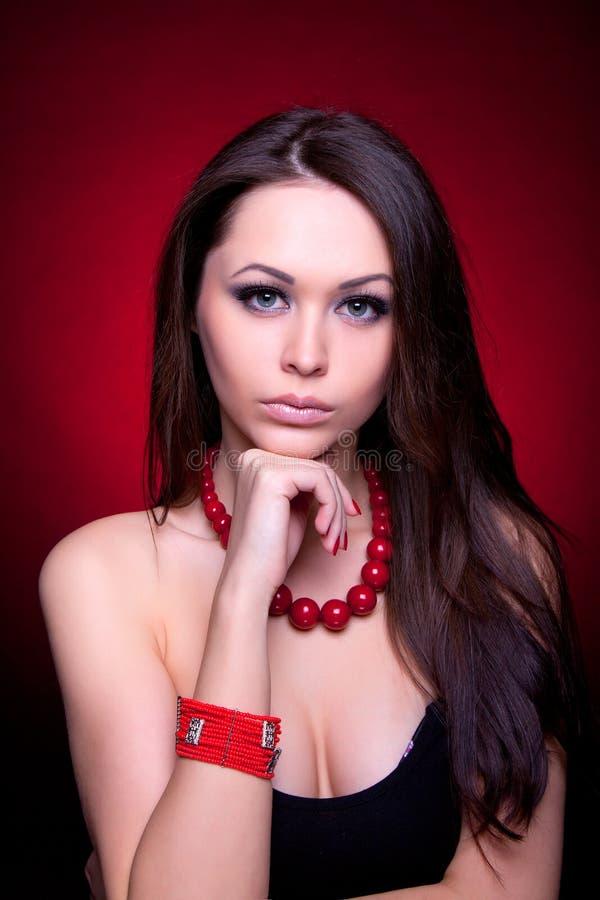 有吸引力的bac美好的女孩纵向红色 库存照片