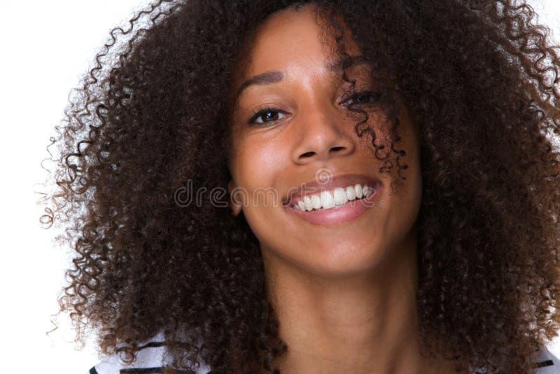 有吸引力年轻非洲妇女微笑 免版税图库摄影