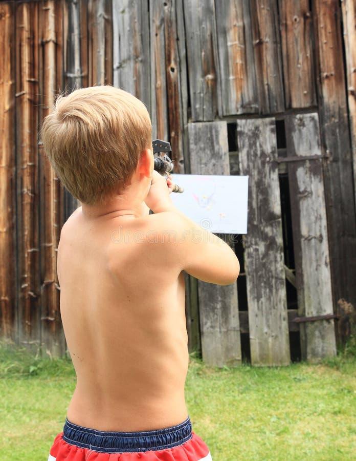 有吹管的男孩 库存照片