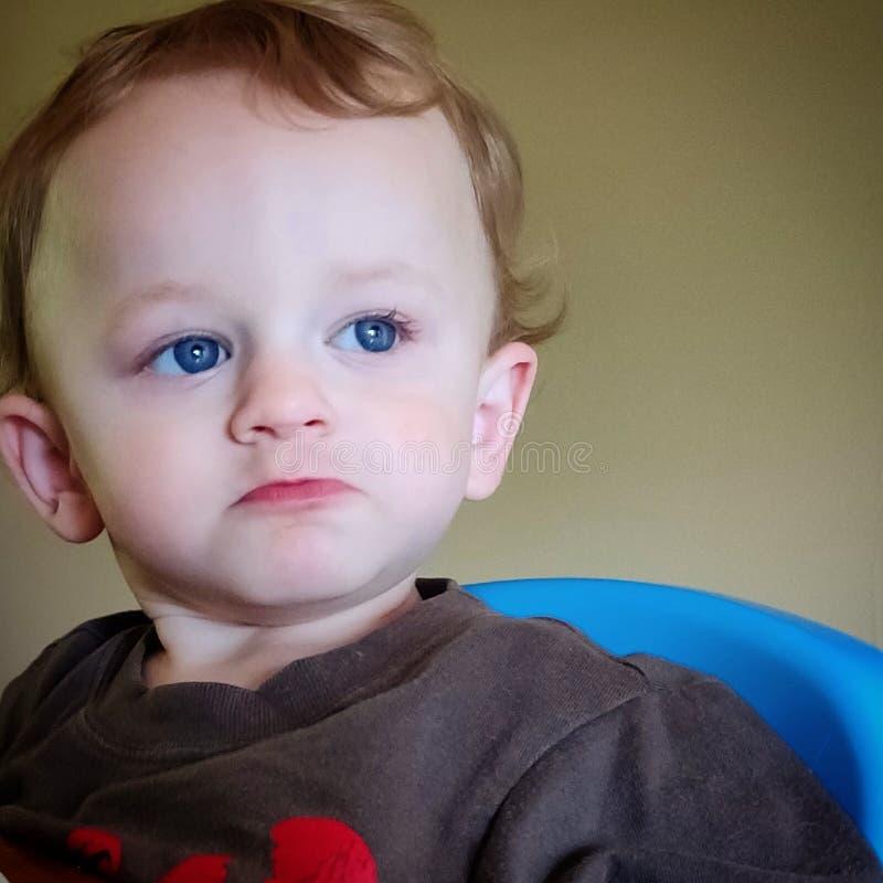 有周道的表示的小孩男孩在他的面孔 免版税库存照片