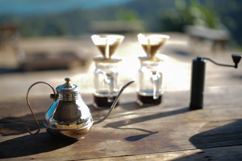 有咖啡杯的茶壶 库存照片
