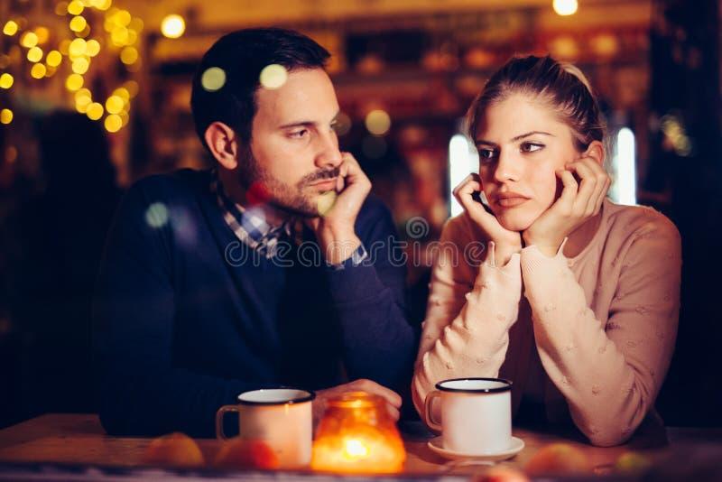 有哀伤的夫妇冲突和关系问题 库存图片