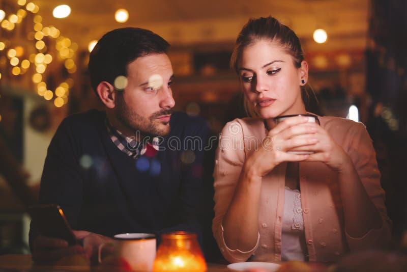 有哀伤的夫妇冲突 免版税库存照片
