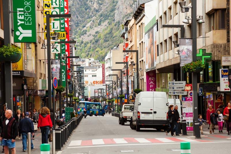 有商店的街道安道尔la的Vella 免版税库存图片