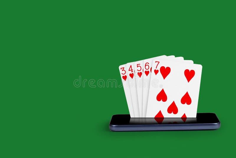 有啤牌卡片的智能手机,打牌同花顺横幅网上赌博娱乐场皇家例证 库存图片