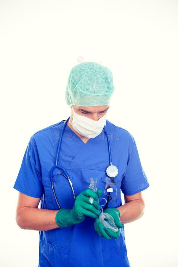 有喉面具的年轻麻醉师 库存图片