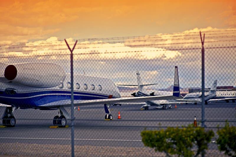有喷气机的机场 免版税库存照片