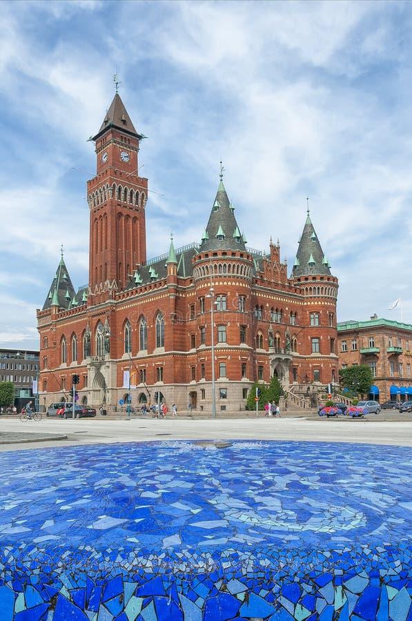 有喷泉的赫尔辛堡城镇厅 免版税库存照片