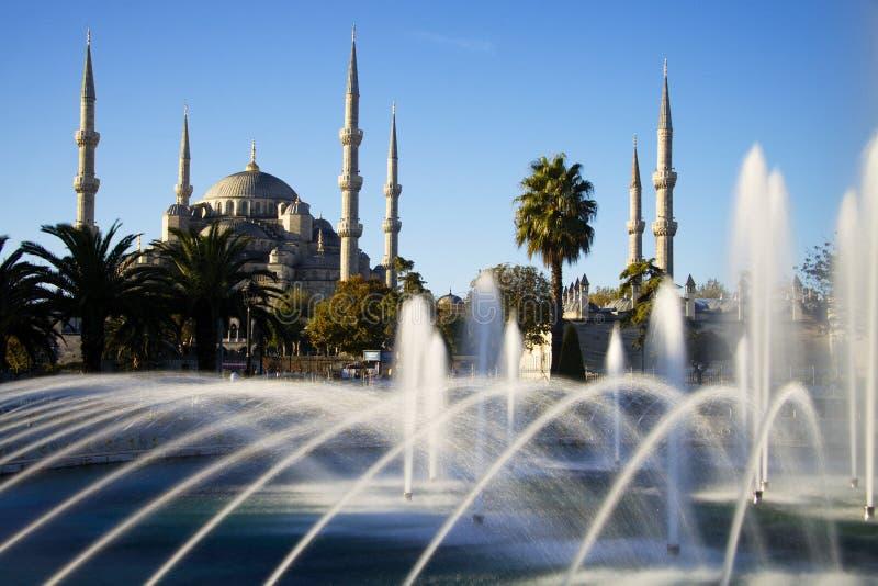 有喷泉的,伊斯坦布尔蓝色清真寺 库存照片