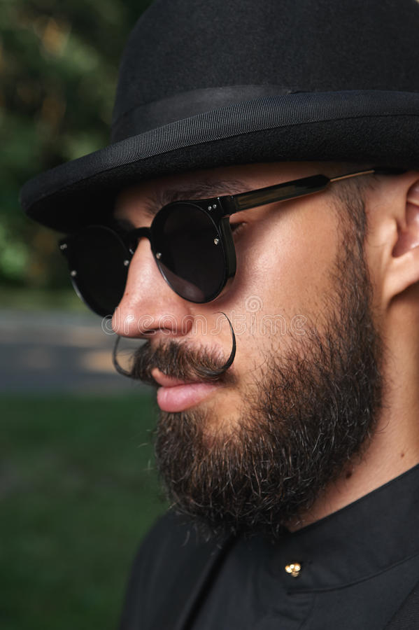 有圆顶硬礼帽的有胡子的人 图库摄影