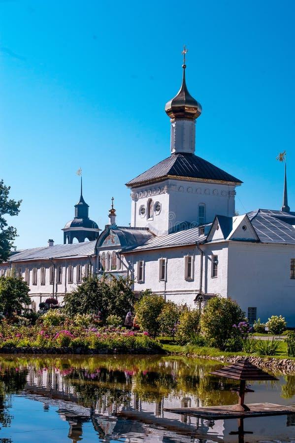 有圣尼古拉斯单一半球形的教会的圣洁门在图勒加 库存照片