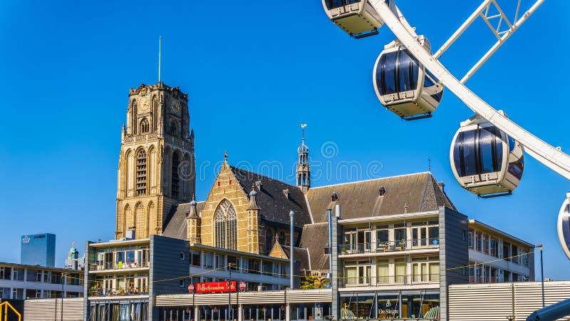 有圣徒劳伦斯教会的弗累斯大转轮在鹿特丹,荷兰 图库摄影