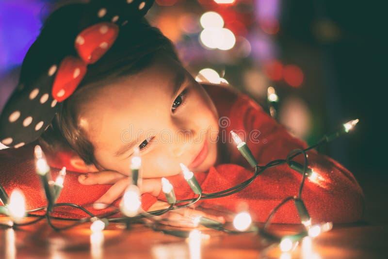 有圣诞灯的小女孩 图库摄影