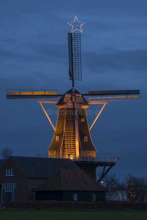 有圣诞节星的地道被更新的风车 库存照片