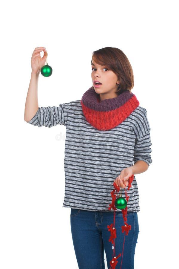 有圣诞节球的少妇 免版税库存图片
