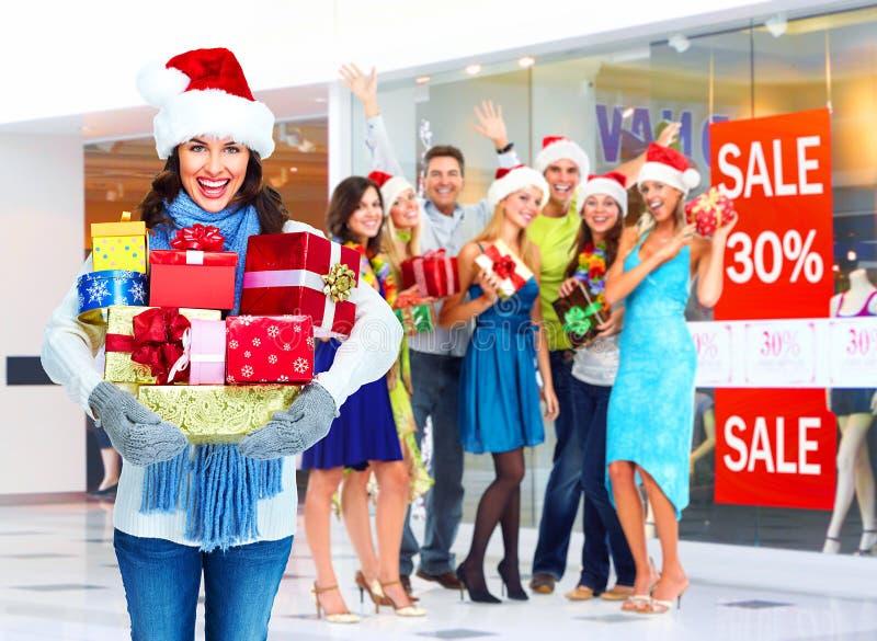 有圣诞节礼物的圣诞老人妇女。 免版税库存图片