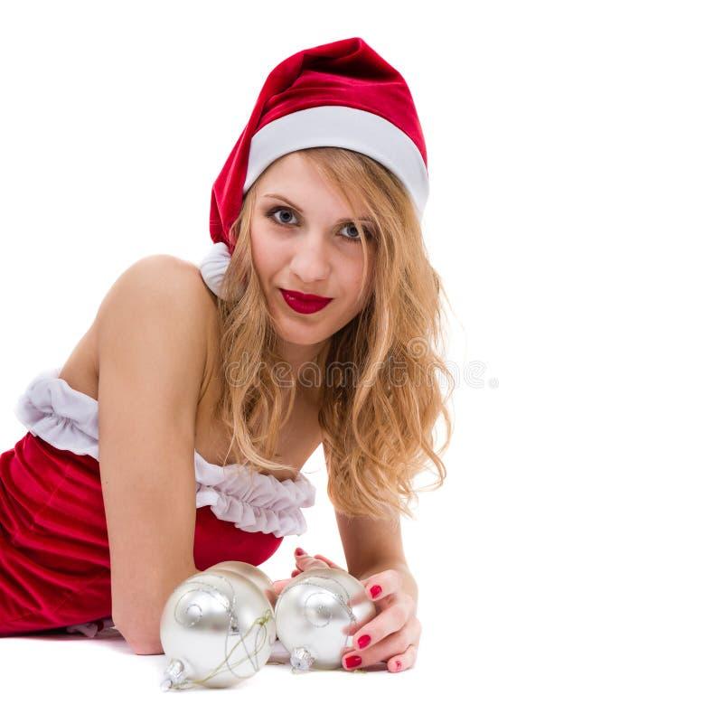 有圣诞节装饰的美丽的年轻微笑的妇女反对被隔绝的白色 库存图片