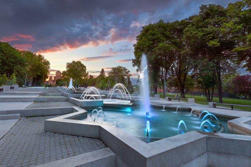 有圣马克教会的Tasmajdan公园在背景中 免版税库存照片