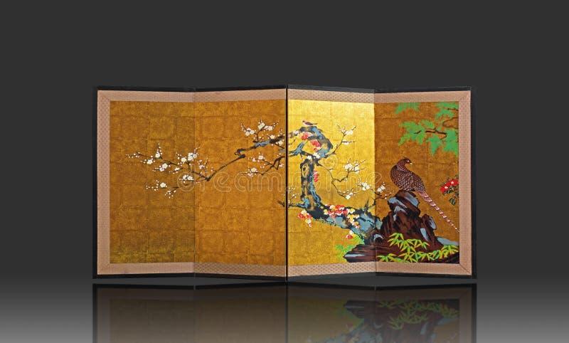 有在灰色背景隔绝的日本式绘画的日本折叠的屏幕 免版税库存照片