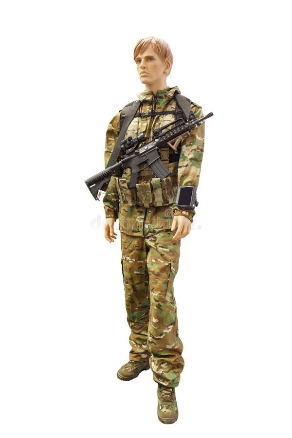 有在白色背景隔绝的攻击步枪的战士 免版税库存图片