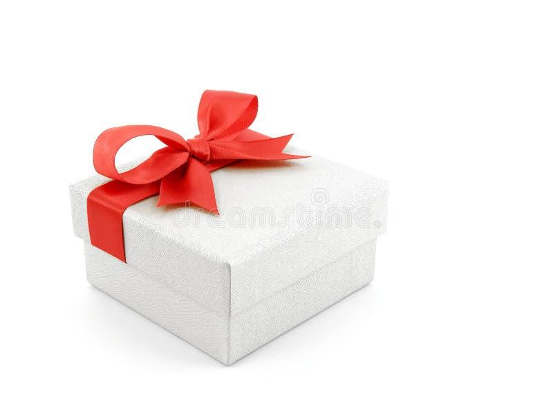 有在白色背景隔绝的红色丝带弓的白色礼物盒 免版税图库摄影