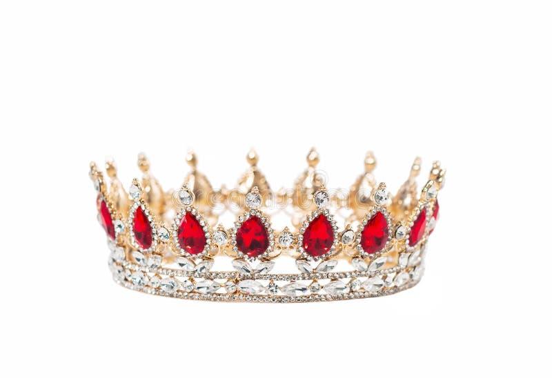 有在白色背景隔绝的红色宝石的冠 库存照片