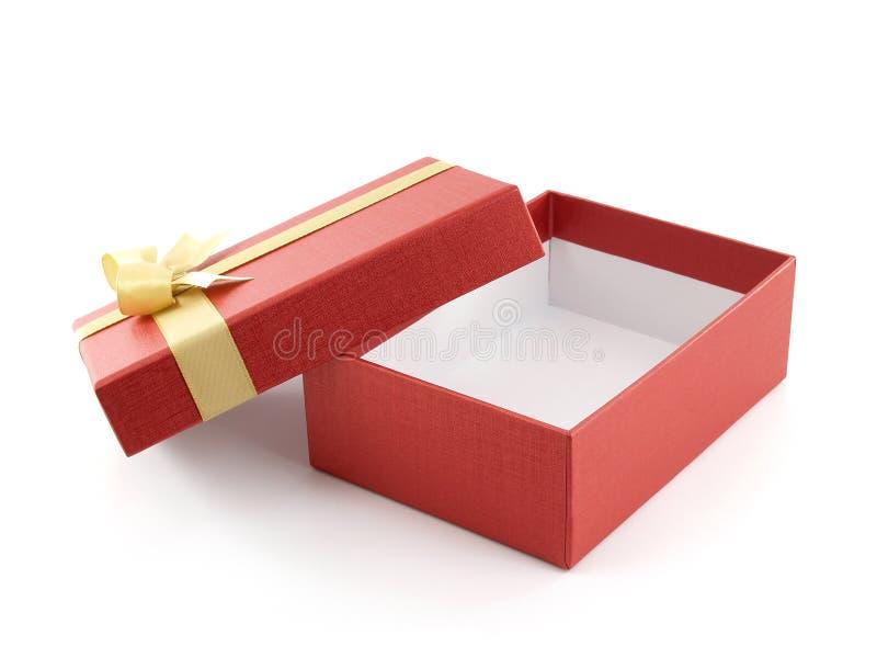 有在白色背景隔绝的金黄丝带弓的开放和空的红色礼物盒 库存图片
