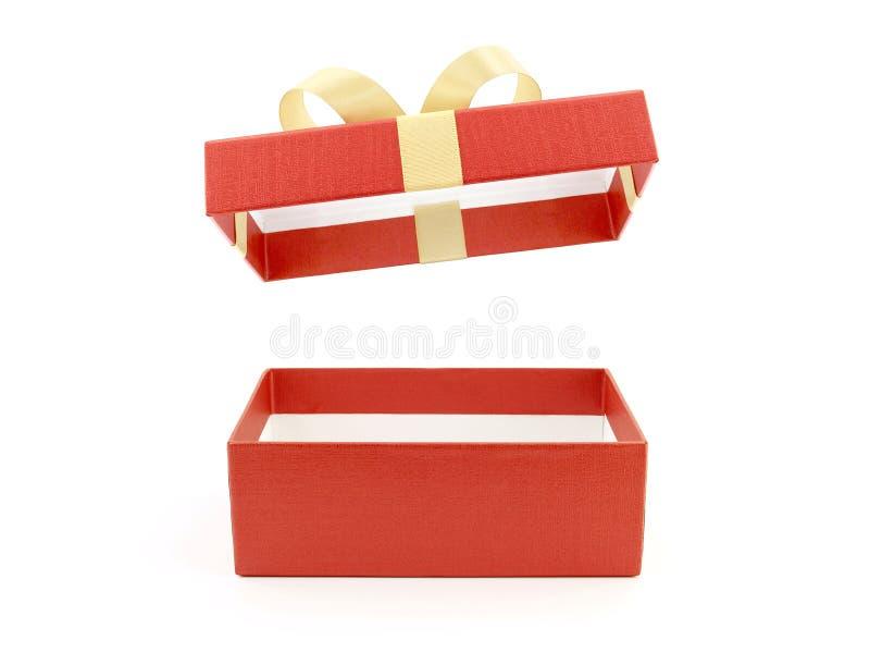 有在白色背景隔绝的金黄丝带弓的开放和空的红色长方形礼物盒 免版税库存照片