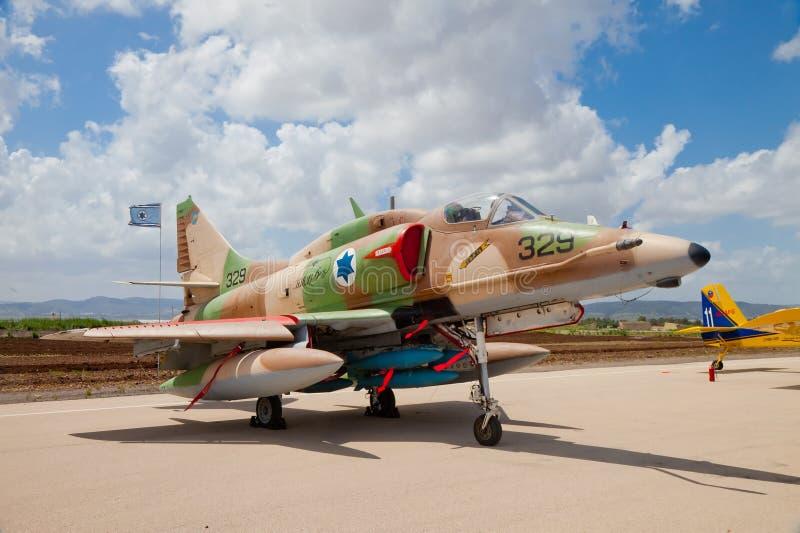 有在船上被绘的以色列星的F-16战斗机 库存照片