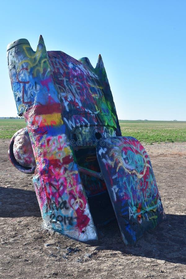 有在阿马里洛五颜六色绘的飞翅的老卡迪拉克 免版税库存图片