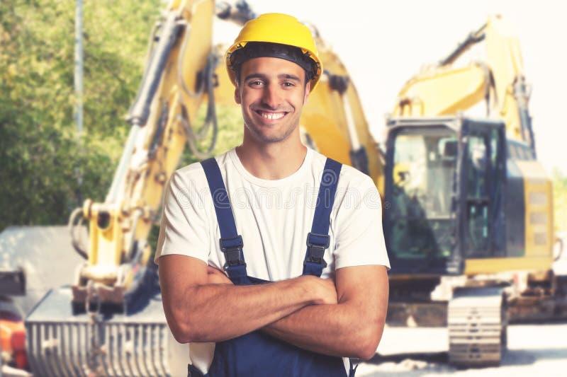 有坚强的拉丁美洲的建筑工人的黄色推土机 免版税库存照片