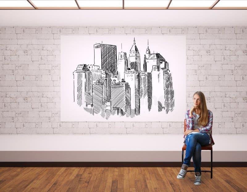 有城市剪影的妇女 库存图片