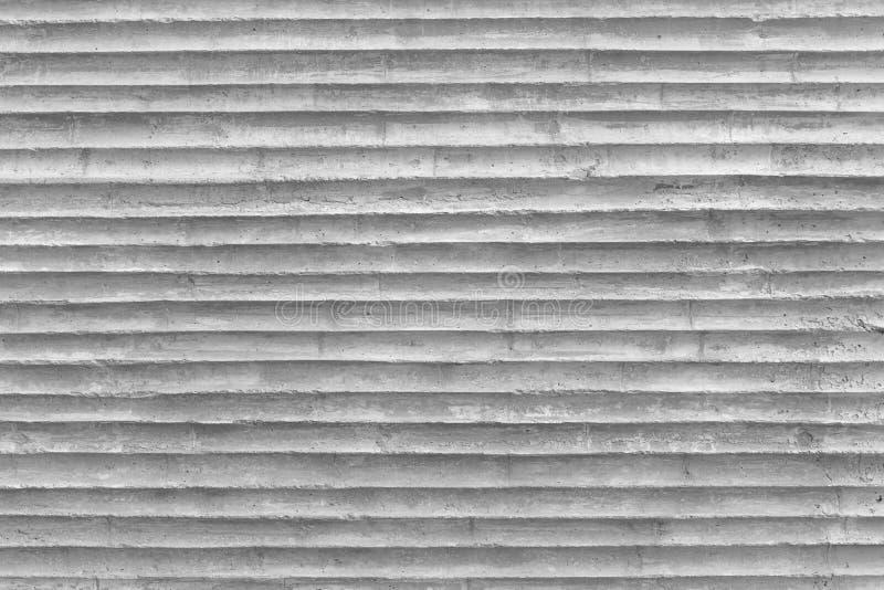 有塑料管邮票的样式的混凝土墙在混凝土的 库存照片
