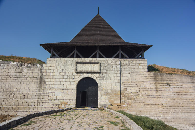 有塔和防御墙壁的中世纪堡垒在乌克兰 库存图片