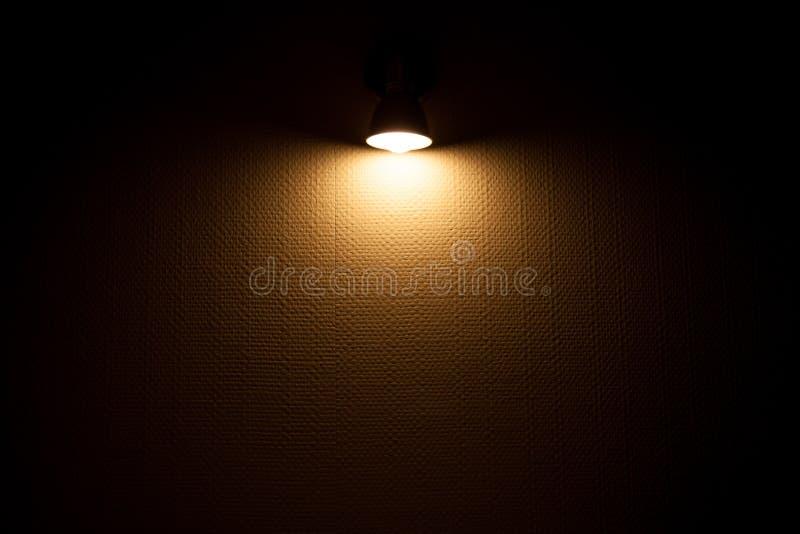 有墙纸的壁灯有启发性白色墙壁 库存照片