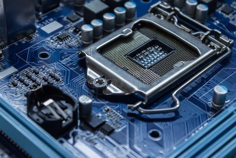 有处理器插口和电子元件的主板 免版税库存图片