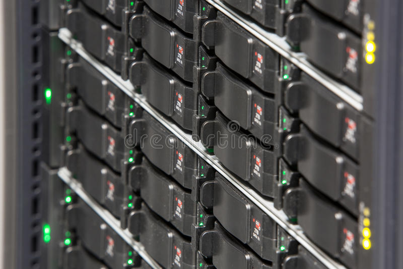 有多个硬盘的服务器机架 免版税图库摄影