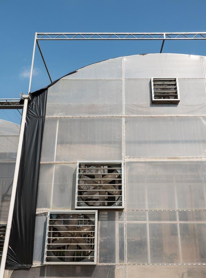 有多通风设备的大温室 免版税库存图片