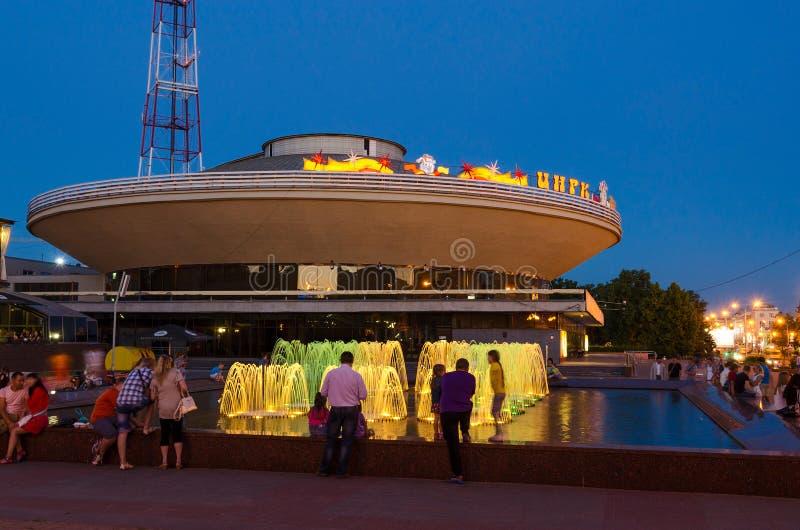 有夜照明的喷泉在戈梅利马戏附近 免版税库存照片