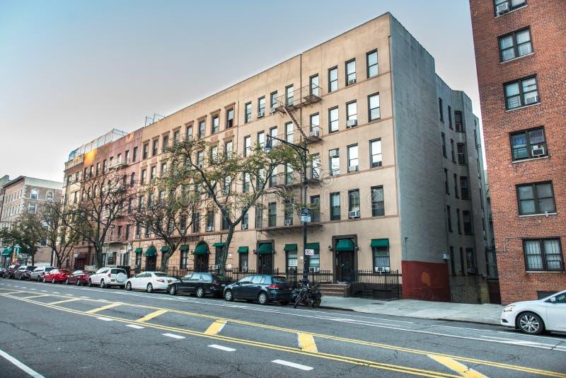 有大厦的普通曼哈顿住宅区的上部西侧街道在纽约 库存照片