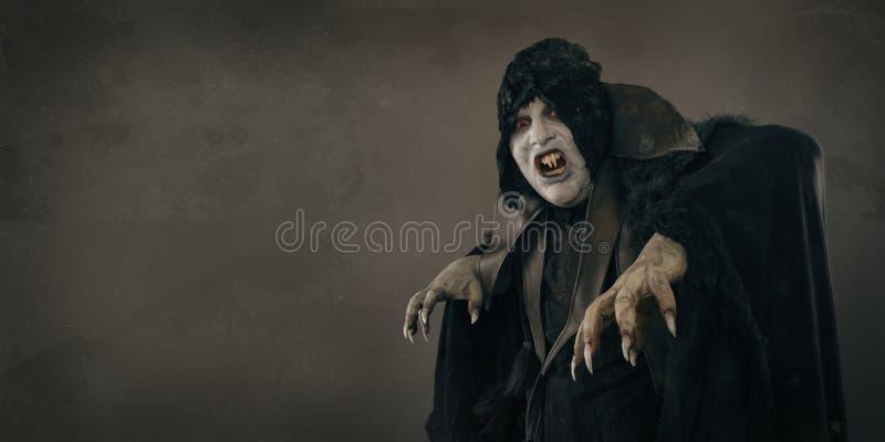 有大可怕钉子的古老恐怖突变体吸血鬼 文本地方 免版税库存图片