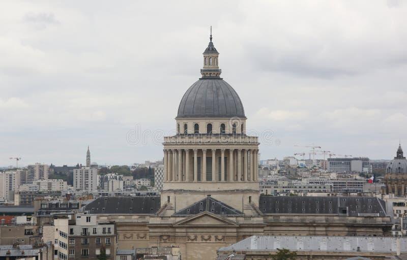 有大圆顶的万神殿在拉丁quartier在巴黎 库存图片