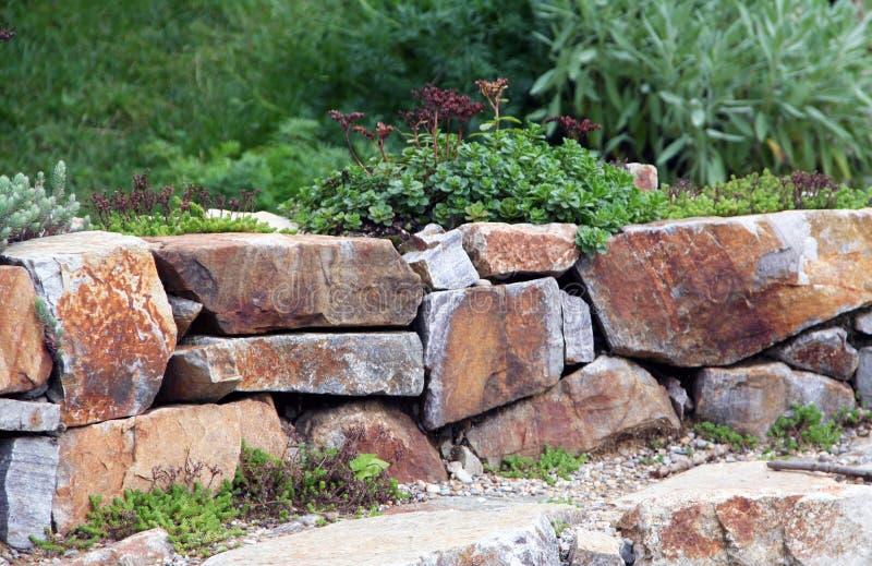 有大岩石的假山庭园 图库摄影