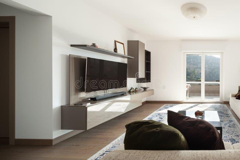 有大沙发的客厅 图库摄影