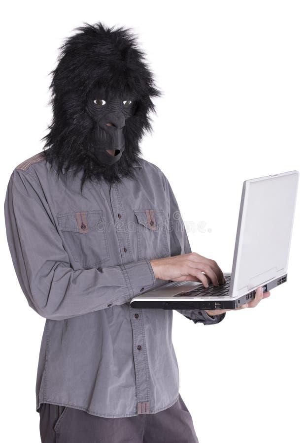 有大猩猩面具的人 免版税库存图片