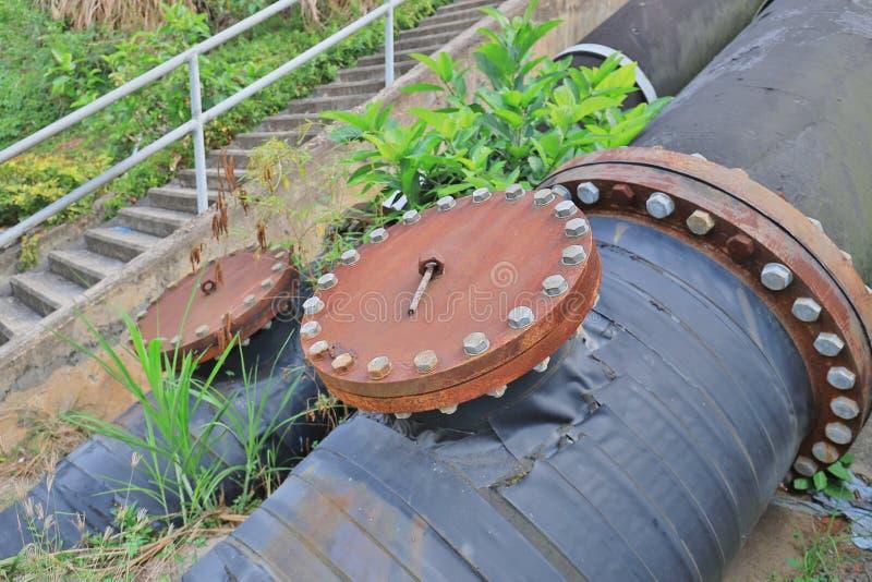 有大电动机的几个水泵 库存照片