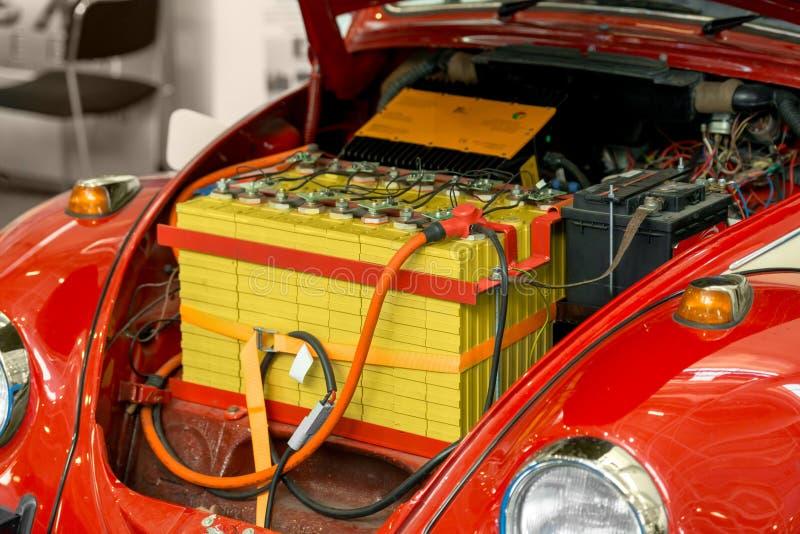 有大电池的修改过的汽车 库存图片