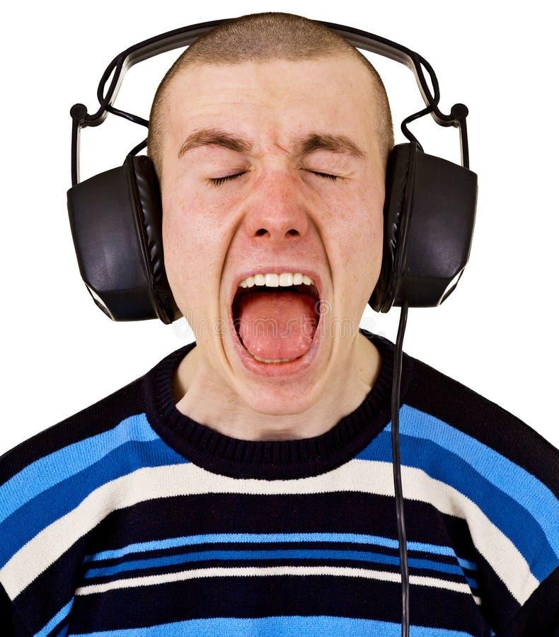 有大耳机的呼喊男性音乐爱好者 免版税库存照片