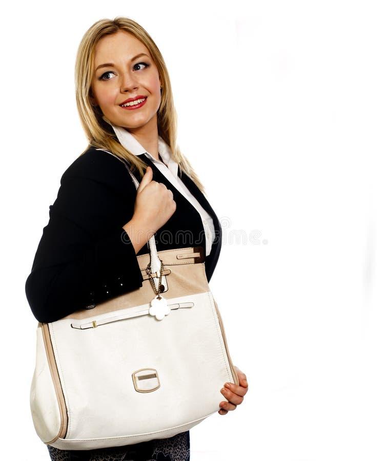 有大袋子的年轻女商人在她的肩膀 图库摄影