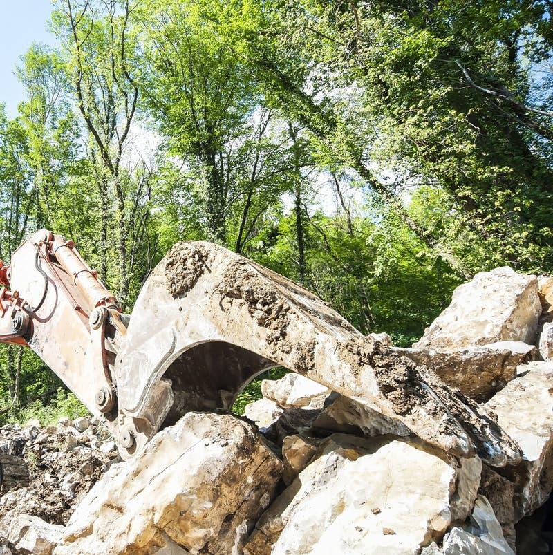 Download 有大铁锹的挖掘机 库存照片. 图片 包括有 陆运, 水力, 土堤, 挖掘者, 开掘, 猎物, 最小值, 岩石 - 72355762